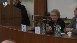 Madeleine Albright, Setkaní ze Studenty, 1. Díl
