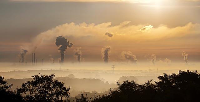 Antifosilní zákon by snížil smog o 95 procent. Ministr Brabec jej chce odložit v době, kdy se lidé u nás dusí. Vláda musí rozjet záchranný plán pro naše zdraví