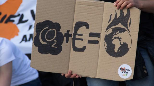 KLIMATICKÁ POLITIKA EU PŘICHÁZÍ DO NAŠICH DOMOVŮ, OBCÍ A MĚST. POMŮŽE ZMENŠIT SMOG A ÚČTY ZA ENERGIE